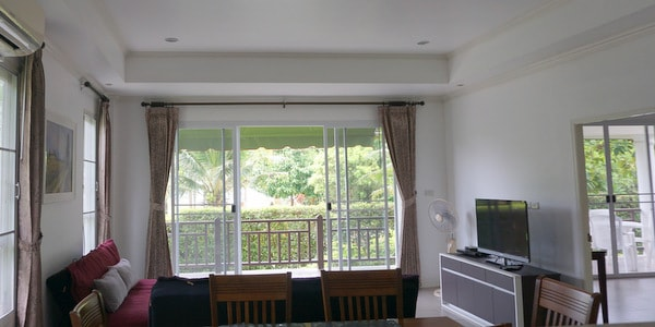 4br-house-sale-koh-chang-east-coast-living-room-view