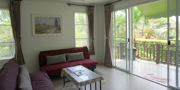 4br-house-sale-koh-chang-east-coast-sitting-room