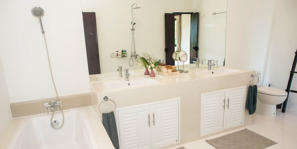 Balinese-villa-sale-koh-chang-bathrrom-mirror