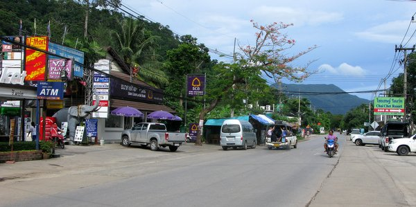 chai-chet-koh-chang-beaches-street
