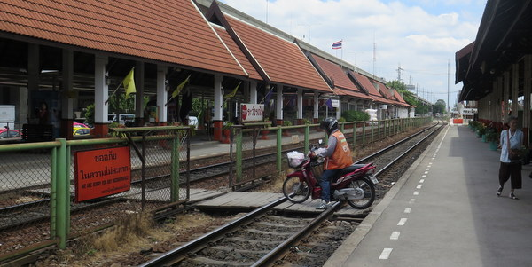 don-mueang-airport-bangkok-thailand-railway-station