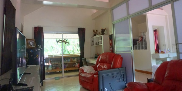 guesthouse-sale-koh-chang-west-coast-appartment-sitting-room