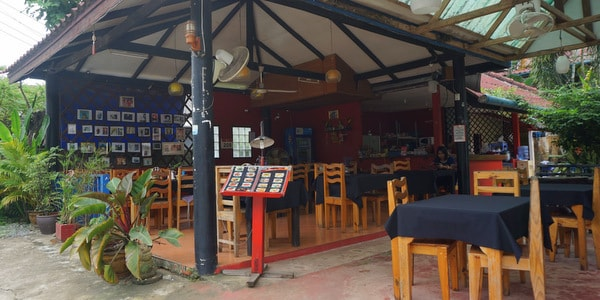guesthouse-sale-koh-chang-west-coast-restaurant-street