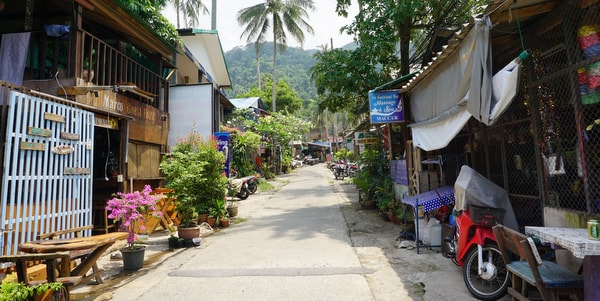 homestay-guesthouse-pizzeria-sale-koh-chang-street