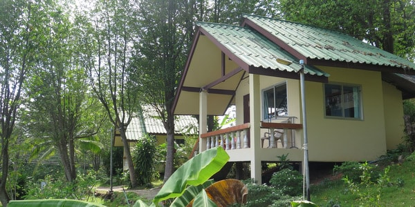 koh-chang-hostel-sale-rooms-path