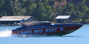 island-hopping-koh-chang-bang-bao-boat