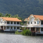 koh-chang-cruise-ship-bang-bao-beach-boat-chalets