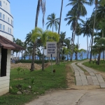 koh-chang-cruise-ship-bang-bao-beach-sign