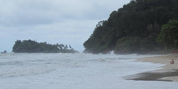 rainy-season-koh-chang-islands-lonely-beach