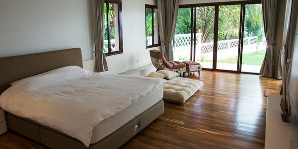 top-villa-sale-koh-chang-master-bedroom-1