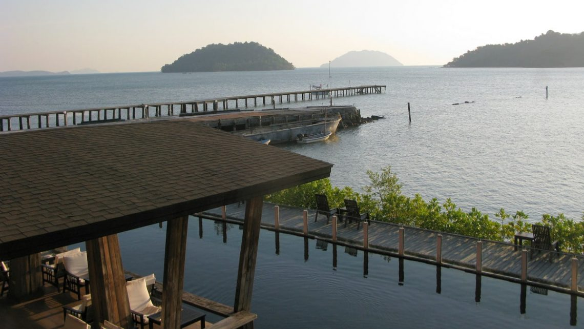 koh chang resorts salak phet chek bae long beach